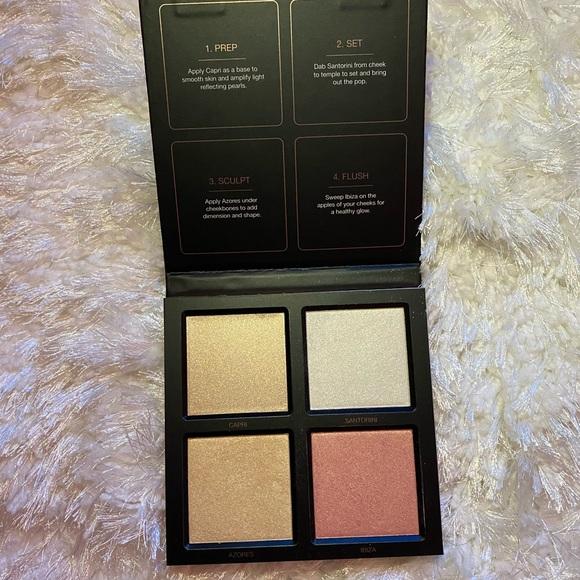 HUDA BEAUTY Other - Huda Beauty Highlighter Palette